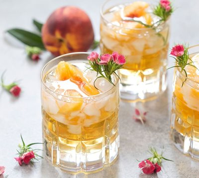 Sweet-georgia-peach-smash-cocktail.jpg